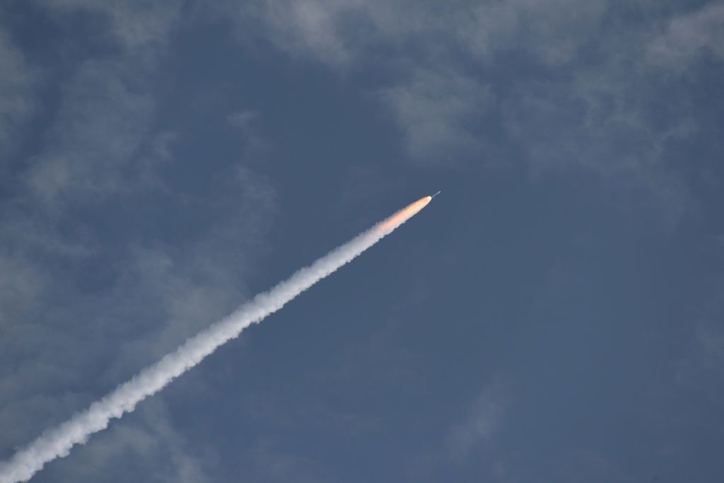 Полет ракеты Atlas V после запуска