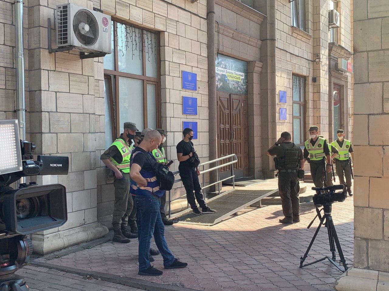 Вход в Нацсовет во время акции охраняла Нацгвардия и полиция диалога