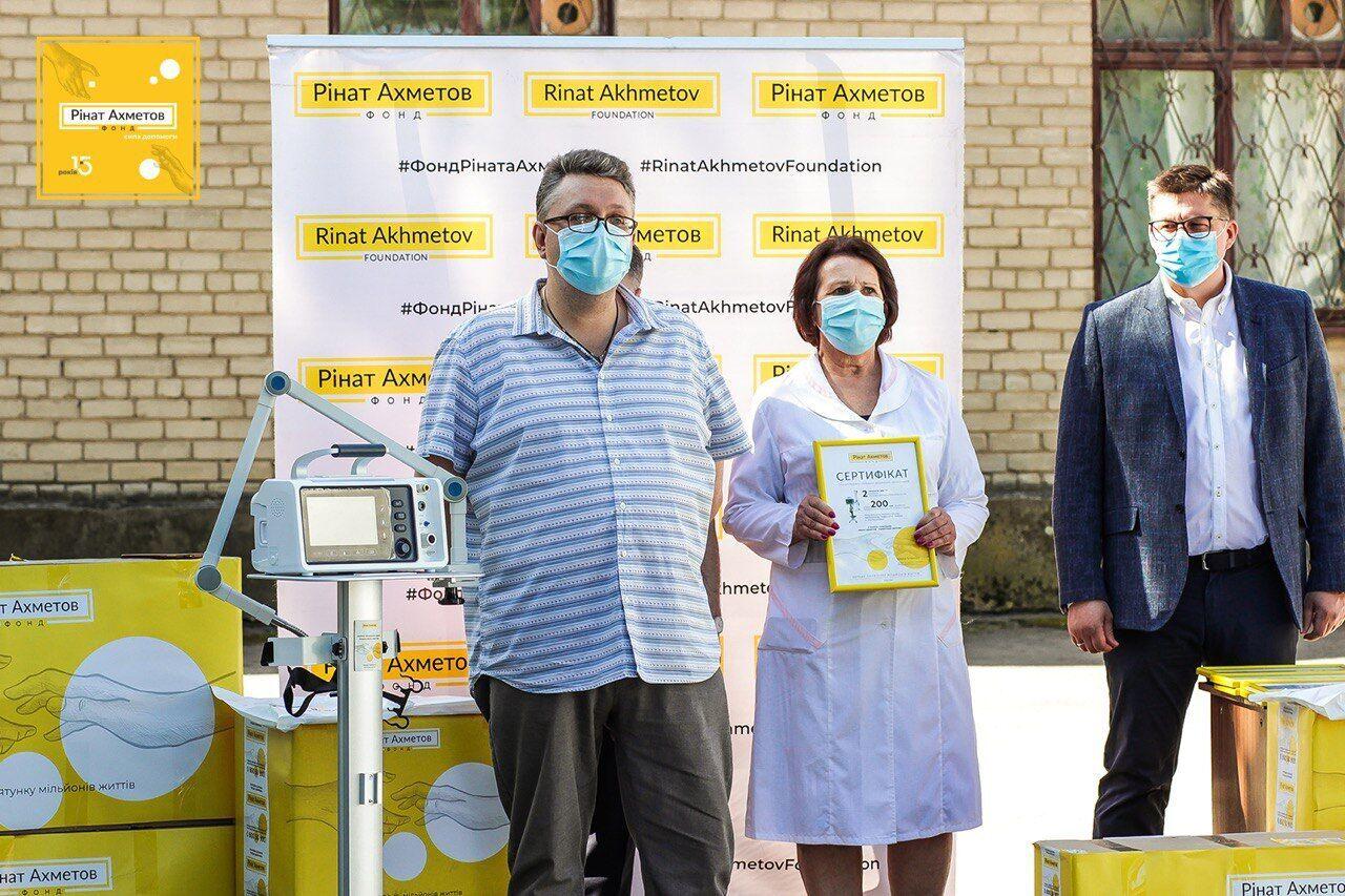 Фонд Рината Ахметова закупил 200 аппаратов ИВЛ: врачи объяснили их критическую важность