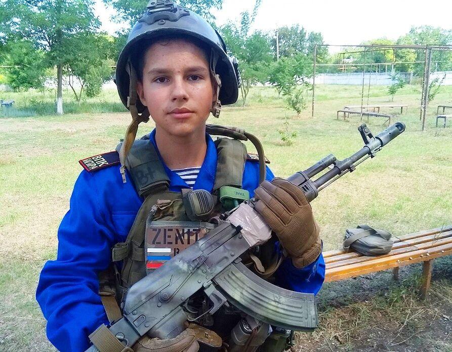 Кримські діти зі шкільної лави звикають до зброї