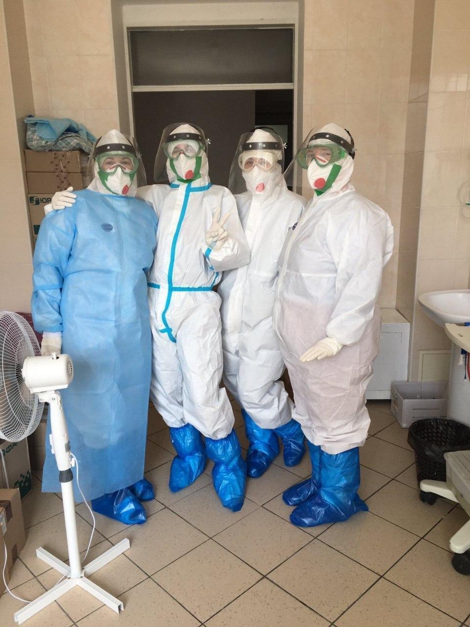 Будні лікарів, які борються з COVID-19
