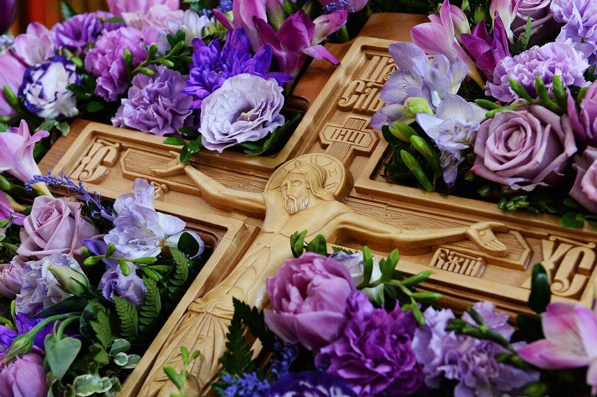 В Медовый Спас отмечается Изнесение Честных Древ Животворящего Креста Господня