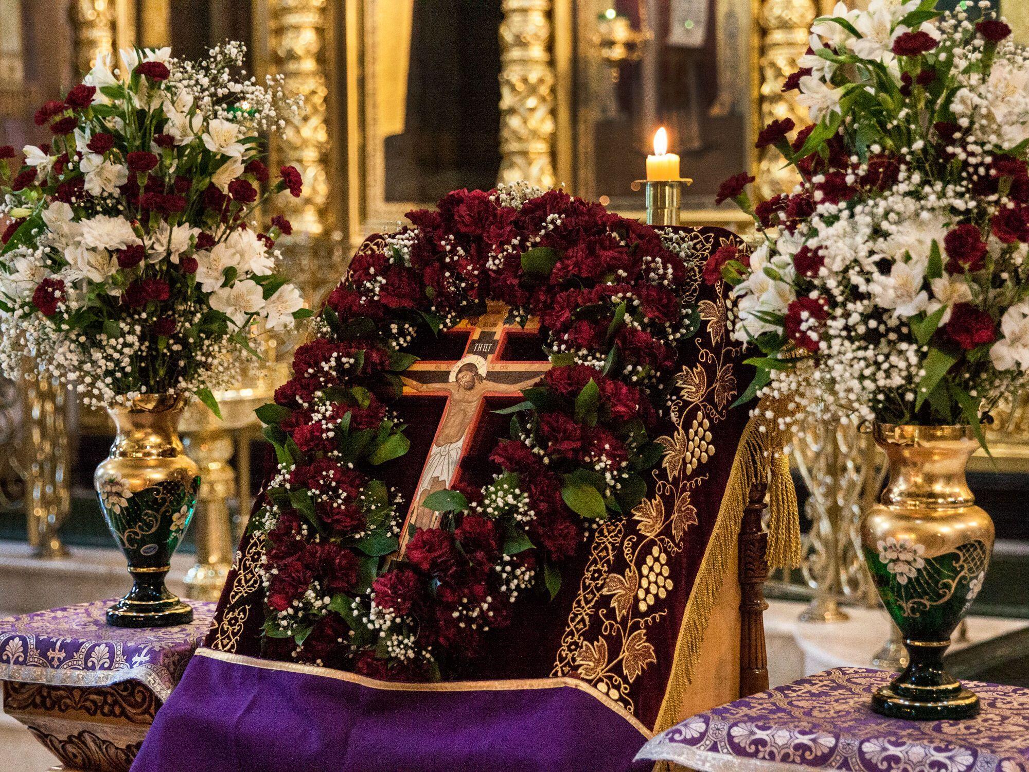 В Медовый Спас в православных храмах проводятся традиционные богослужения
