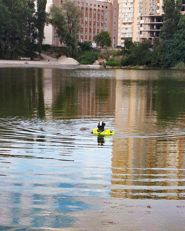 В Киеве в озере нашли тело мужчины