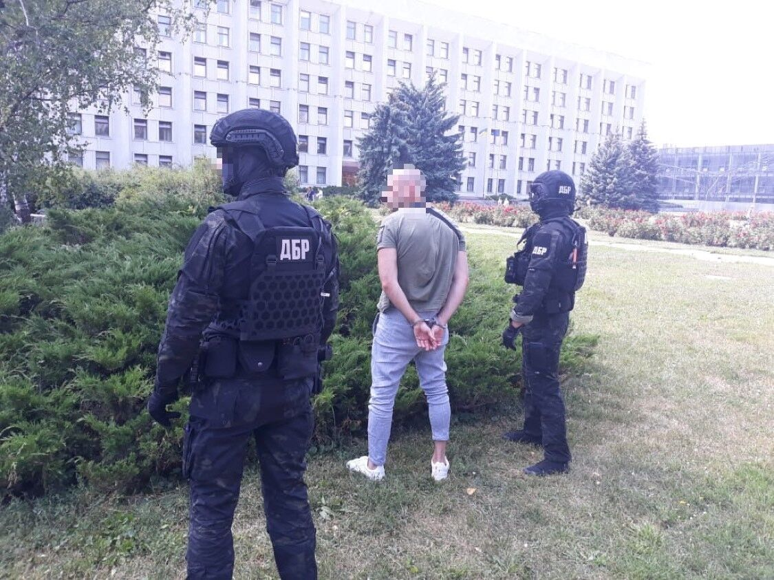 Следователь ГБР и полицейский в Полтаве попались на взятке