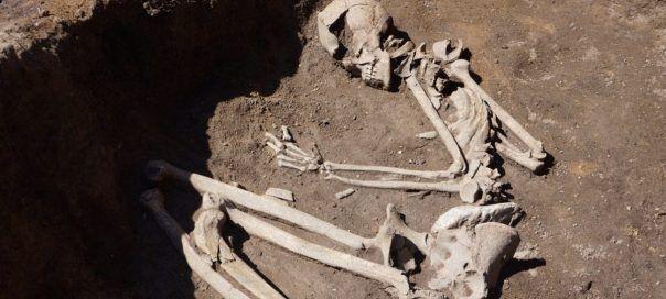 Одна из найденных могил.