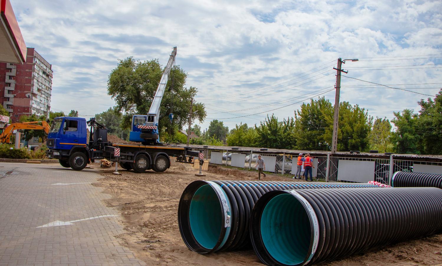 На Левобережном-2 в Днепре реконструируют дождевую канализацию