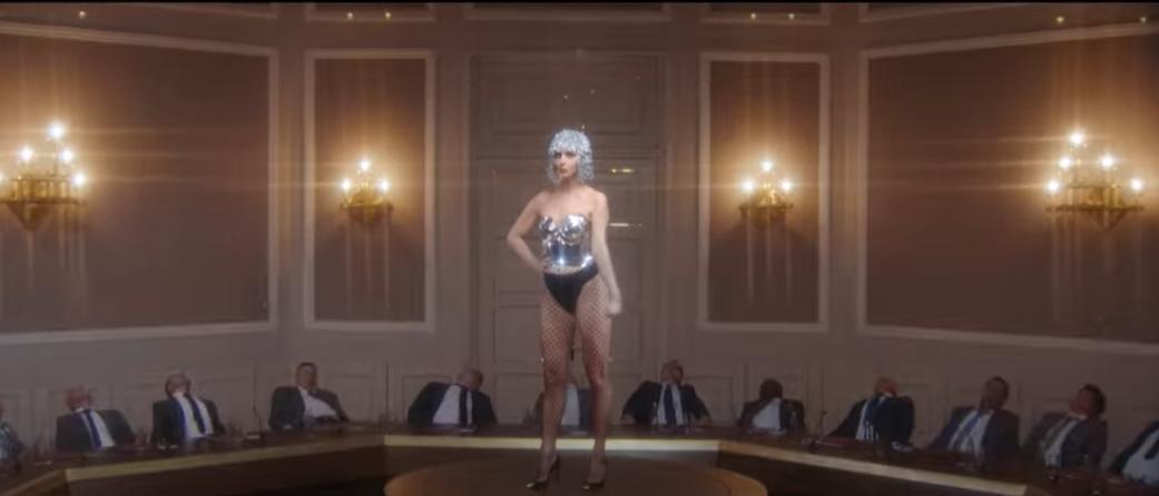 Варнава в откровенном наряде снялась в видео Лободы