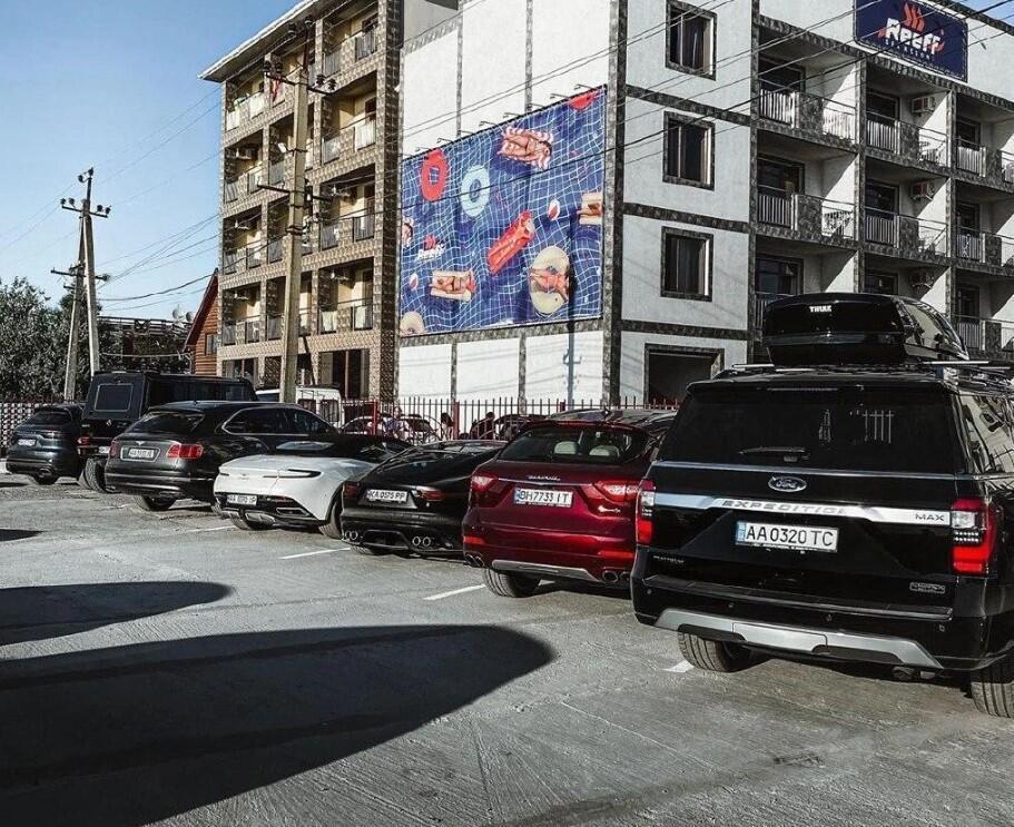 Элитные авто на курорте под Одессой; topgir.com.ua