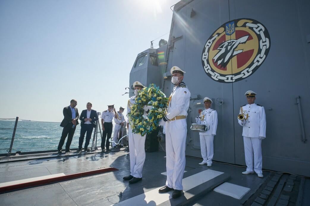 Моряки почтили память погибших коллег