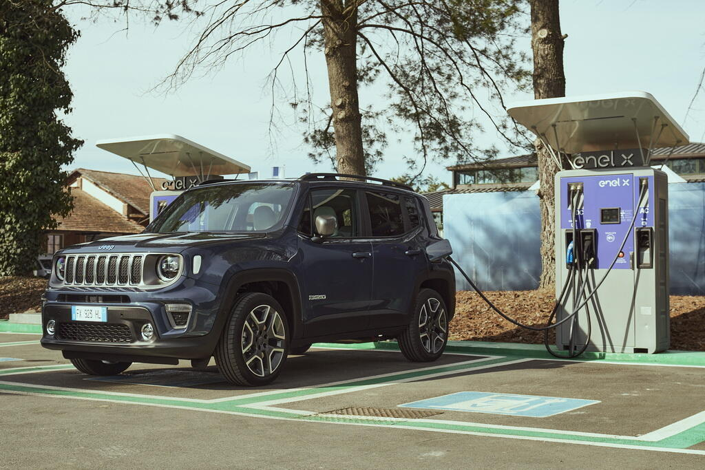 2021 Jeep Renegade 4xe Limited. Фото: