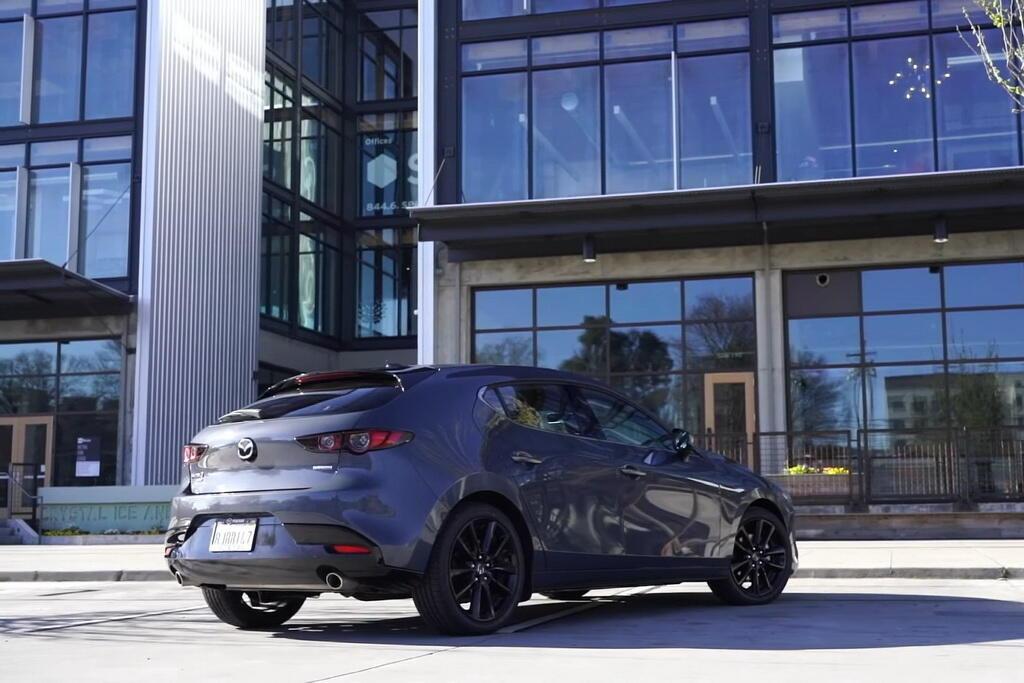 2021 Mazda 3 Turbo AWD. Фото: