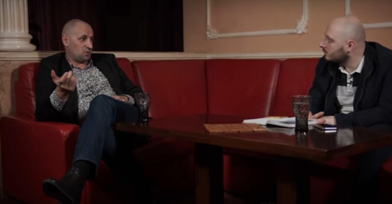 Анзор (ліворуч) під час запису інтерв'ю