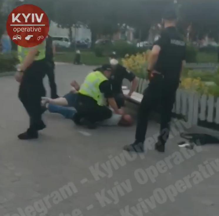У центрі Києва відкрили стрілянину