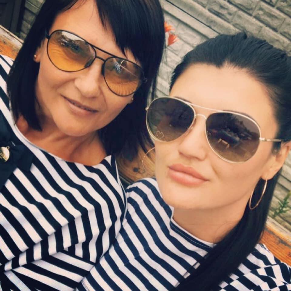 Карина з мамою
