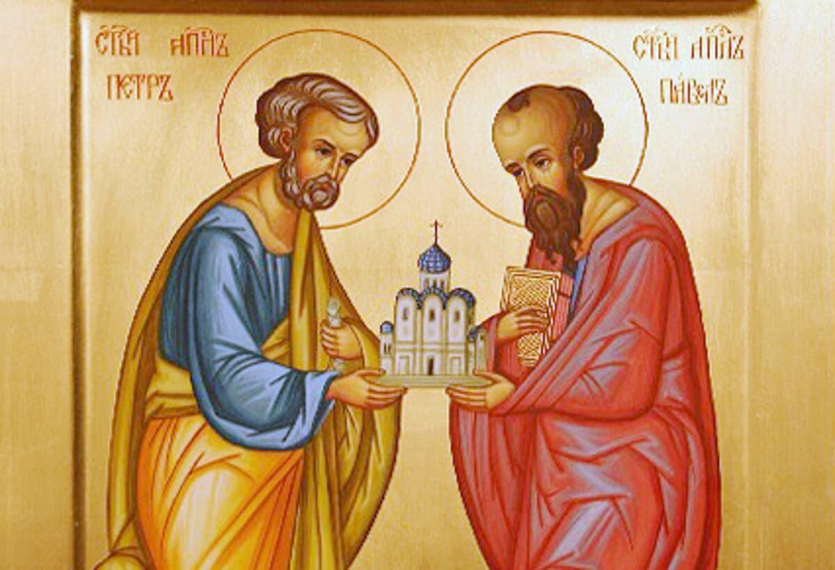 В День памяти Петра и Павла в храмах служится Божественная литургия