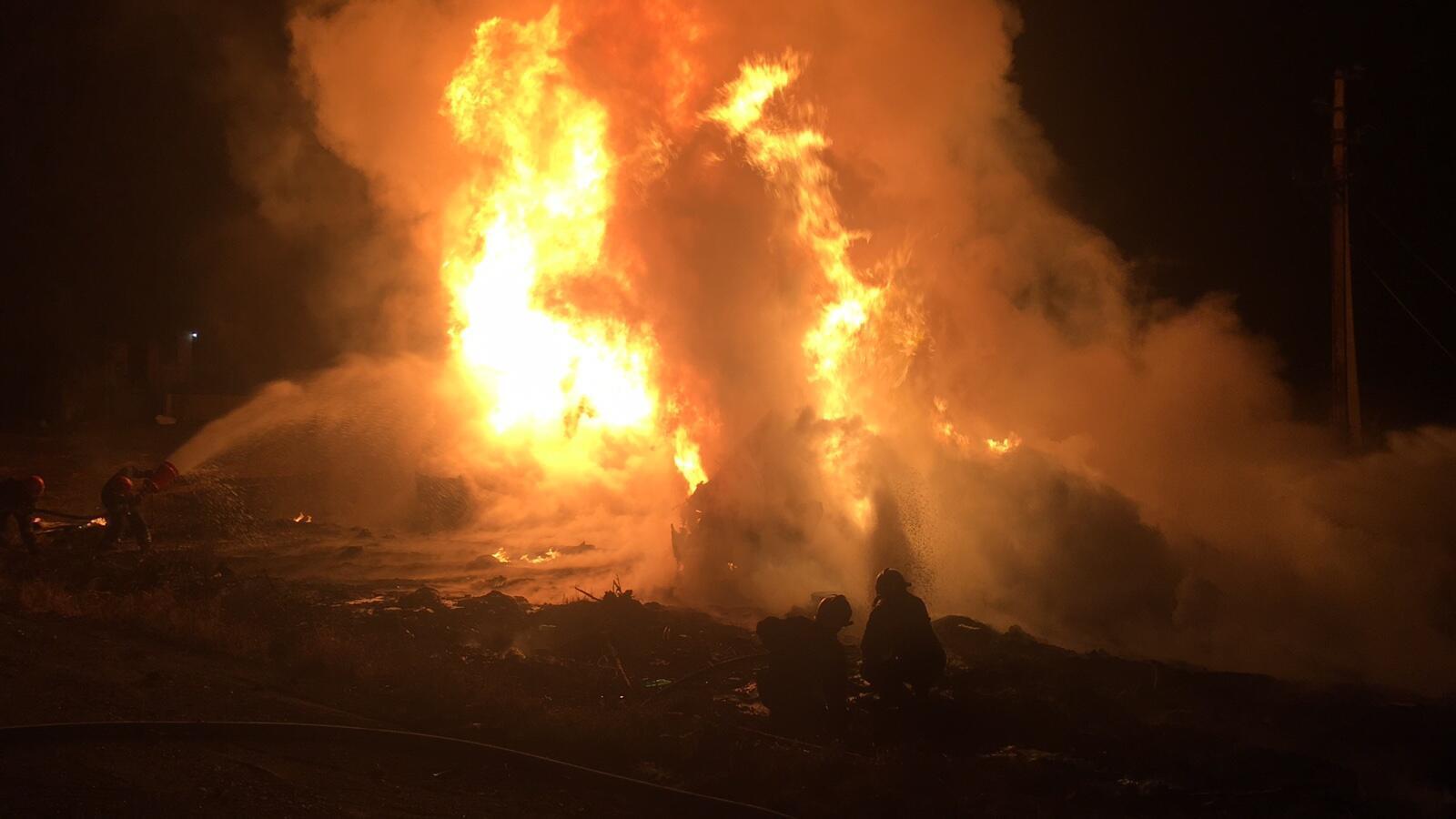 Цистерна з пальним загорілася після перекидання