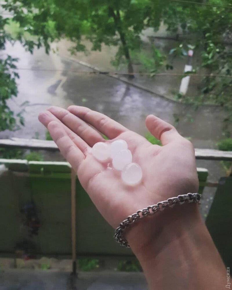 В Одеській області випав град.