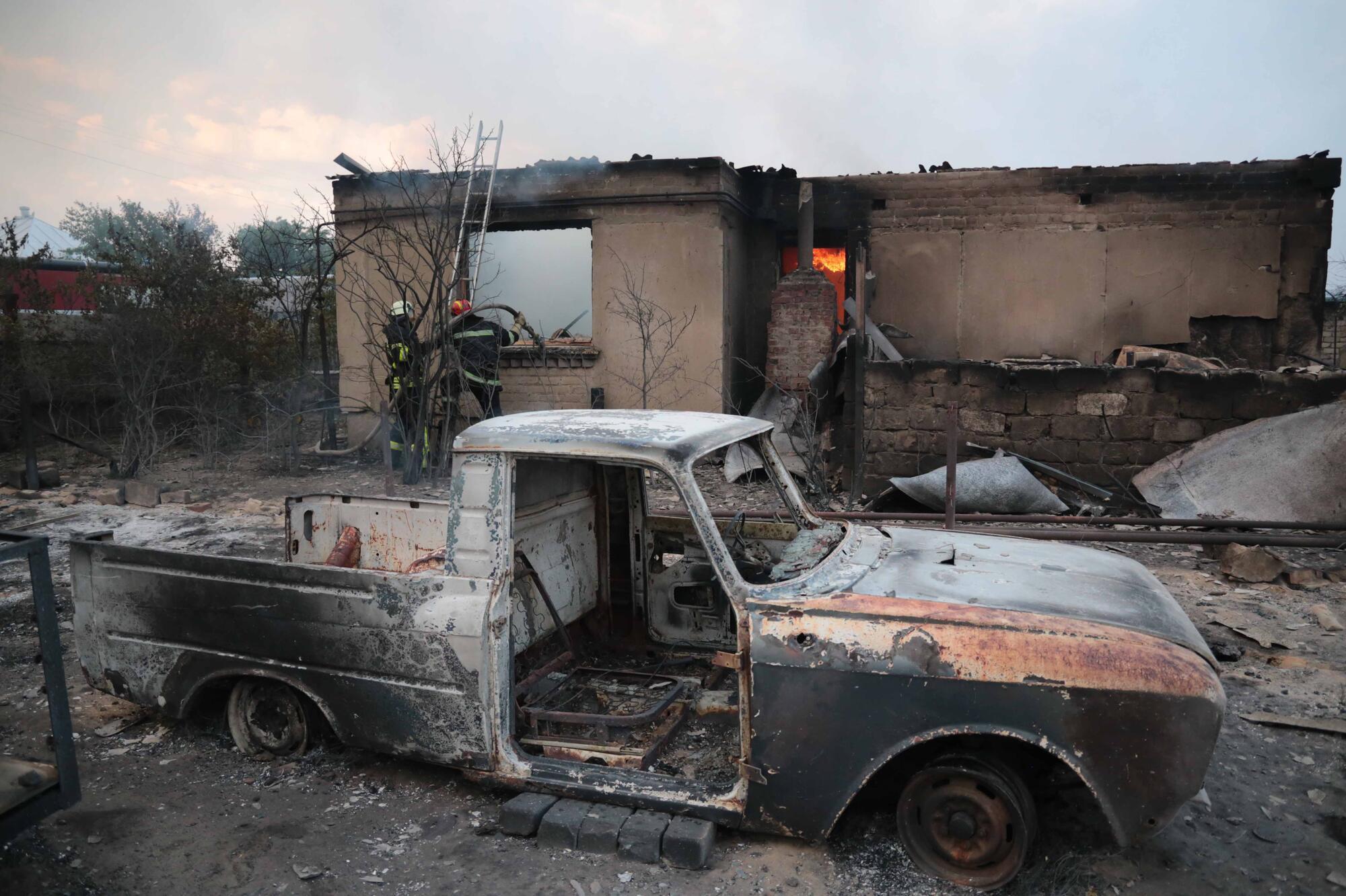 На ліквідацію пожежі на Луганщині залучені сили ДСНС з чотирьох областей України, ЗСУ та Нацполіція