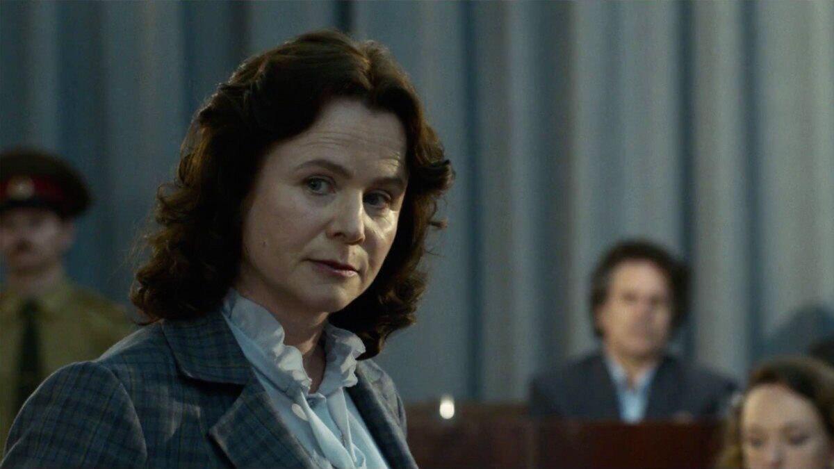 """Эмили Уотсон в роли Ульяны Хомюк. Кадр из сериала """"Чернобыль"""""""