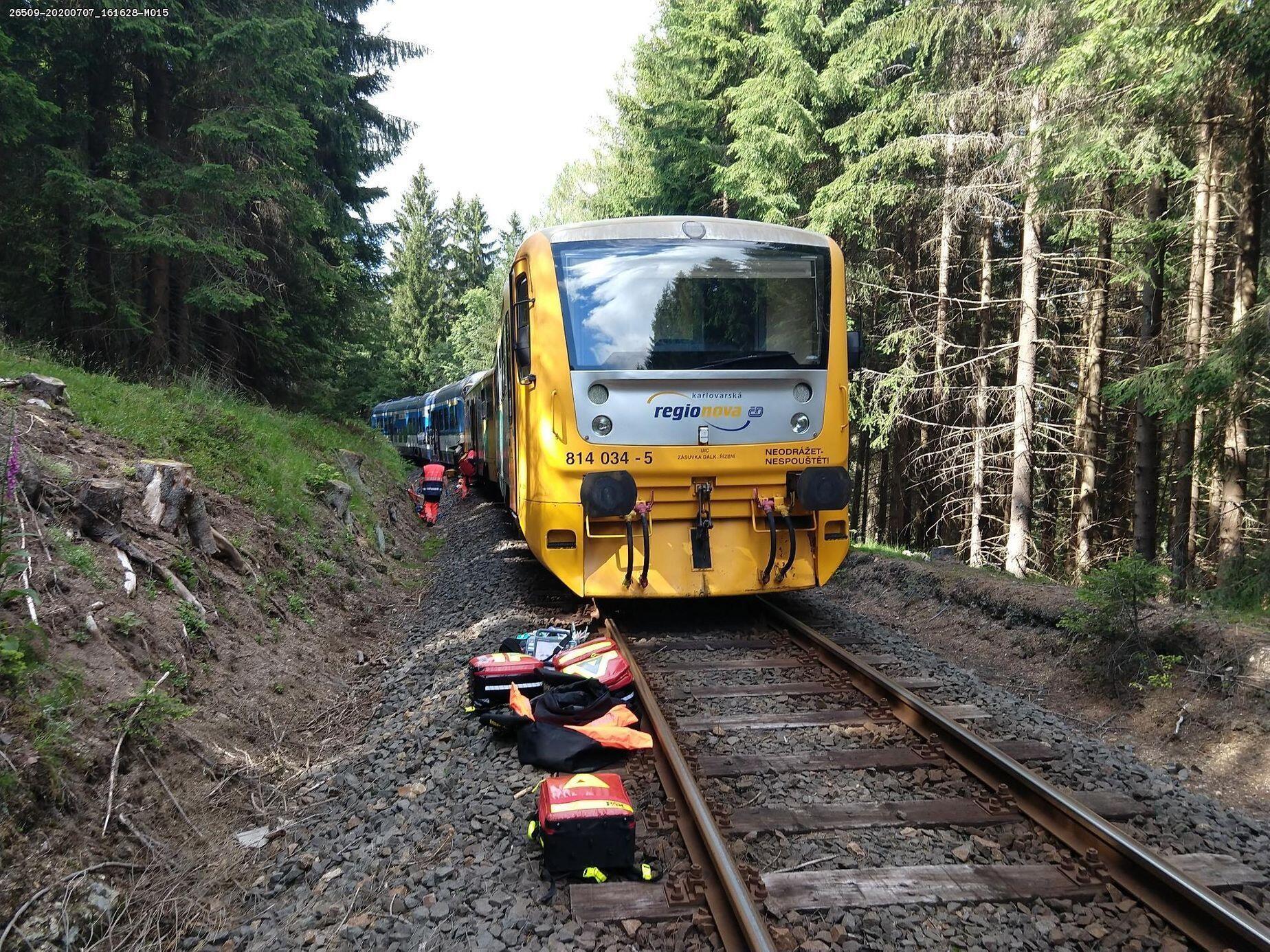 У Чехії пасажирські потяги зіткнулися лоб у лоб.