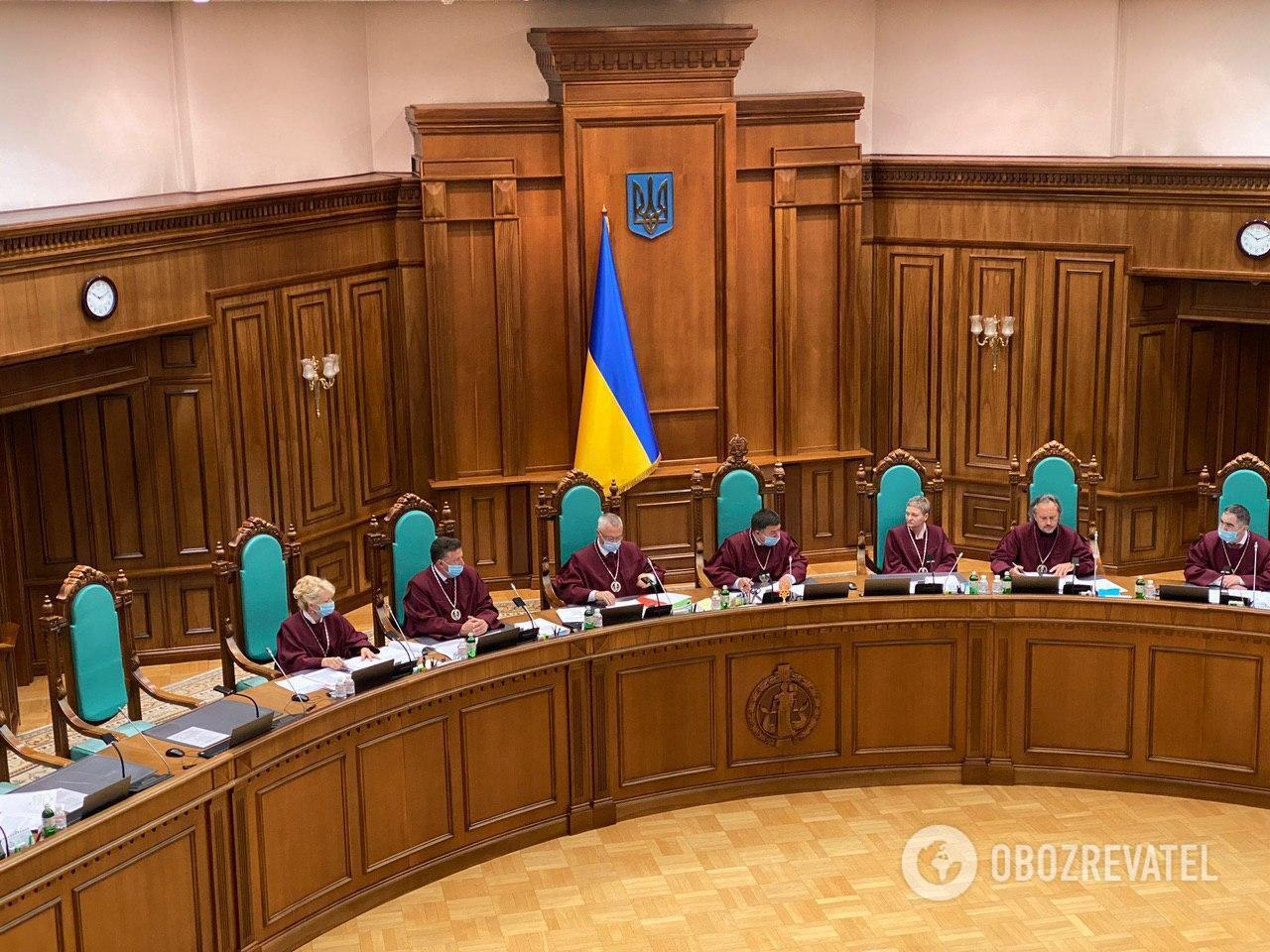 Судьи КСУ начали рассмотрение дела