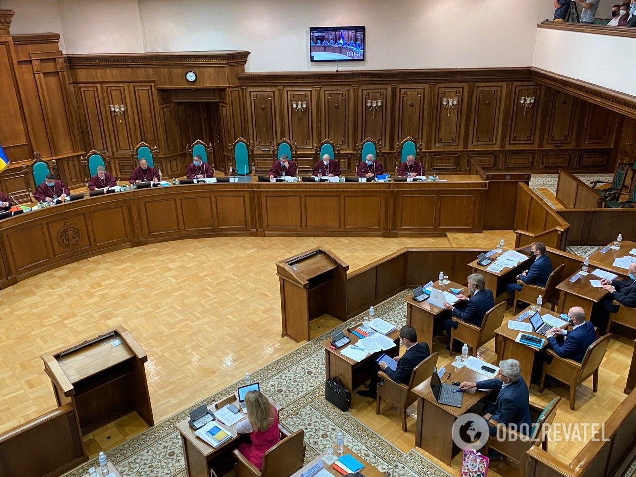Судьи и участники заседания