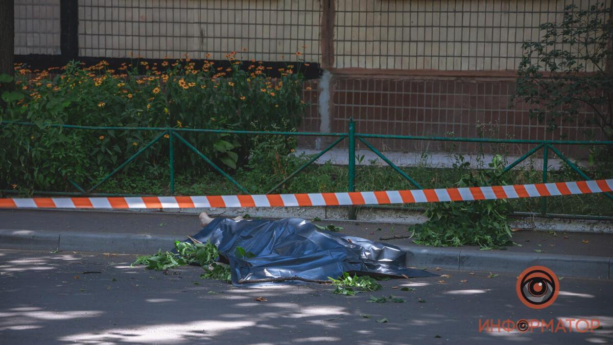 У Дніпрі чоловік загинув при падінні з вікна восьмого поверху