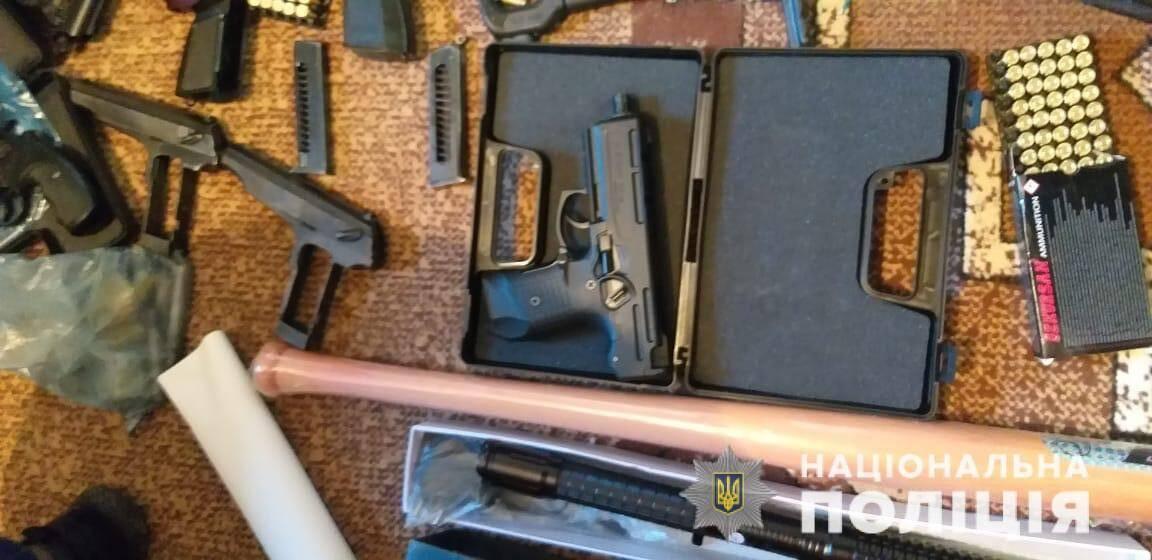 На Львівщині священик торгував зброєю і робив набої