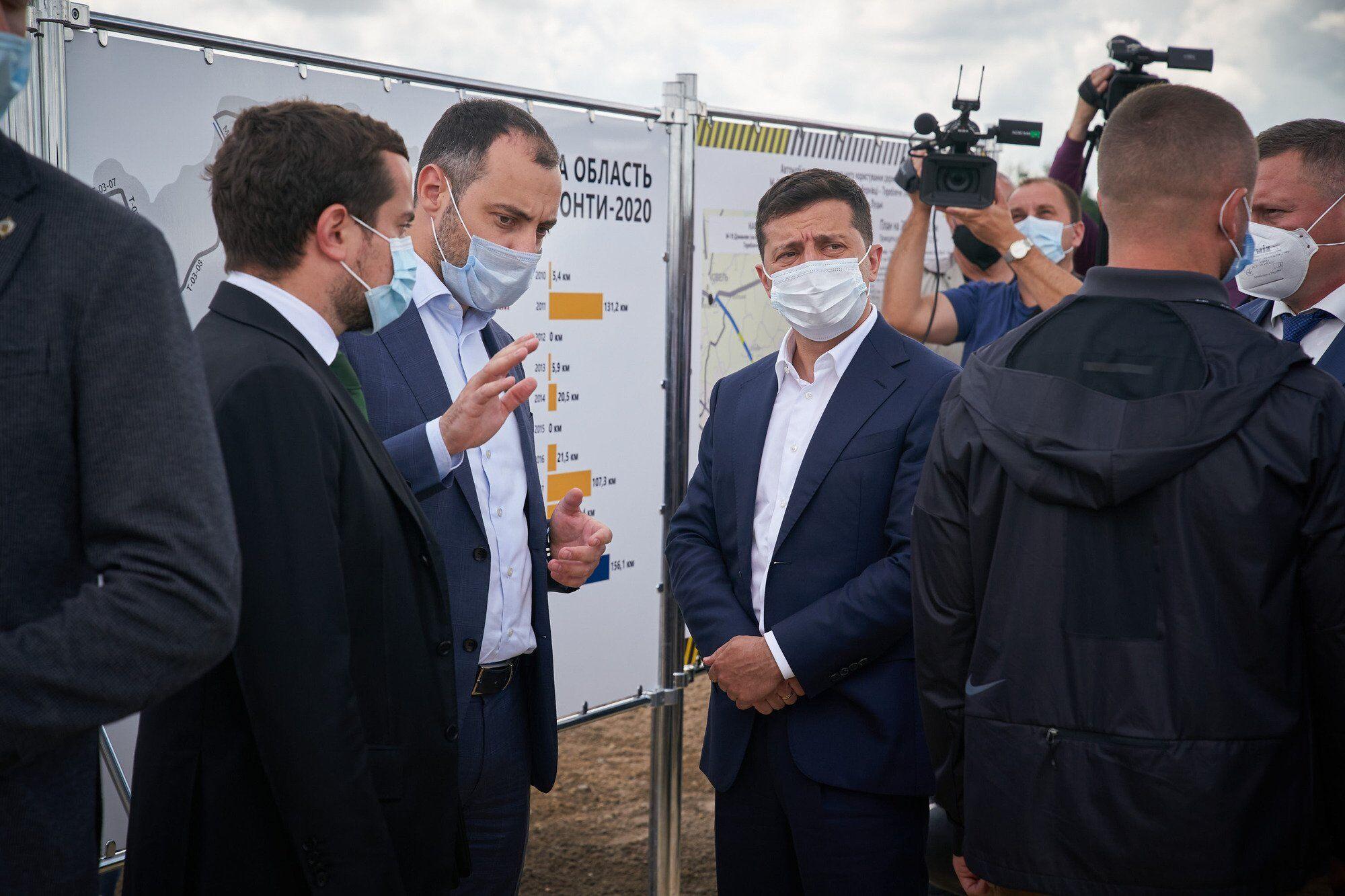Зеленский рассказал о ремонте дорог в Украине