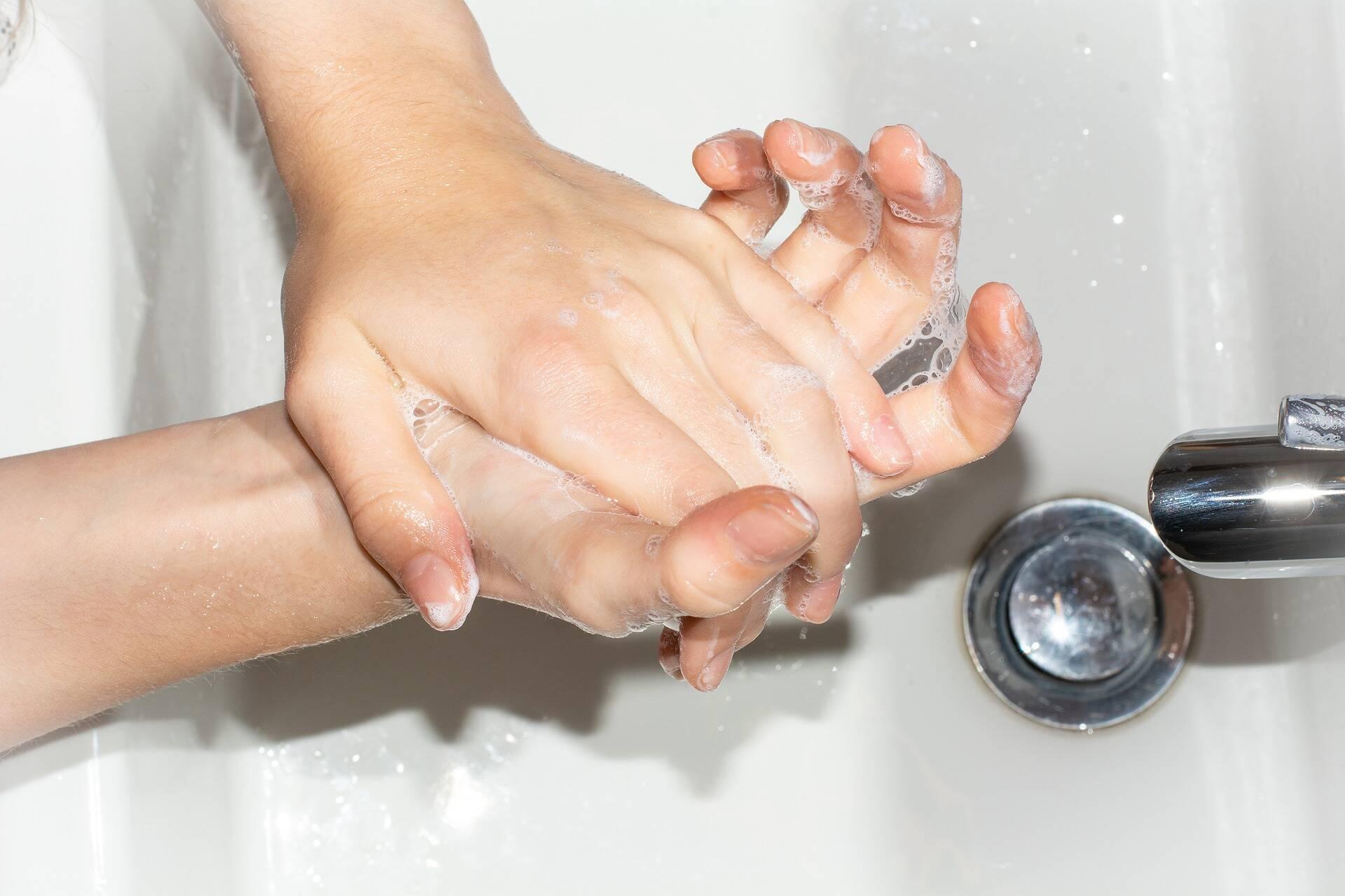 Медики рекомендуют тщательно мыть руки, чтобы не заразиться острыми кишечными инфекциями