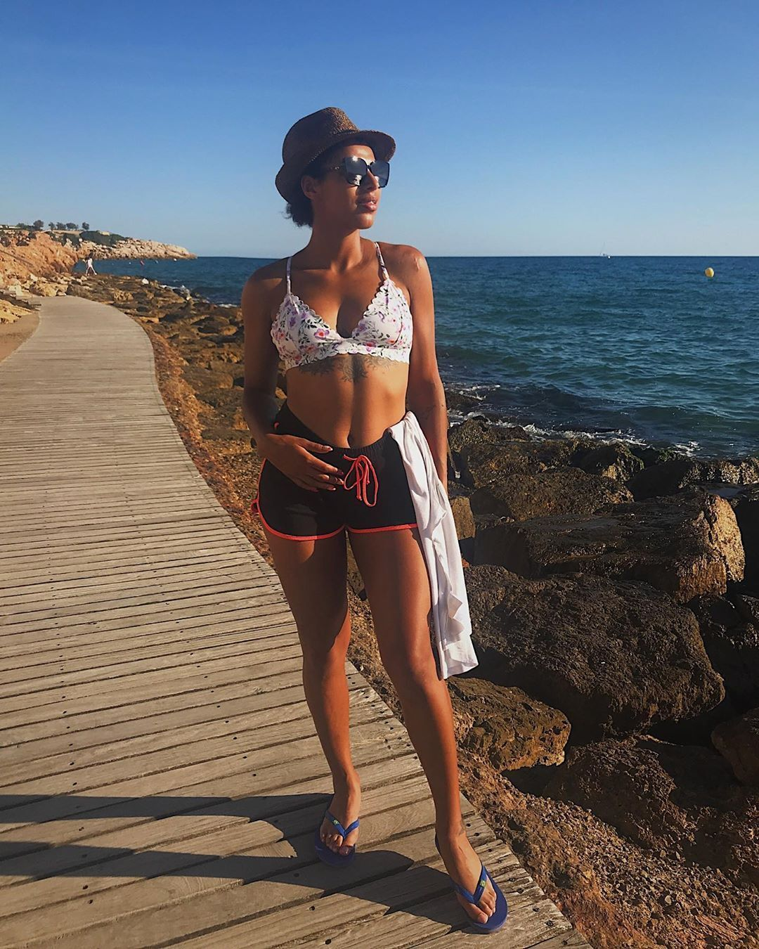 Анастасия Турчин на берегу