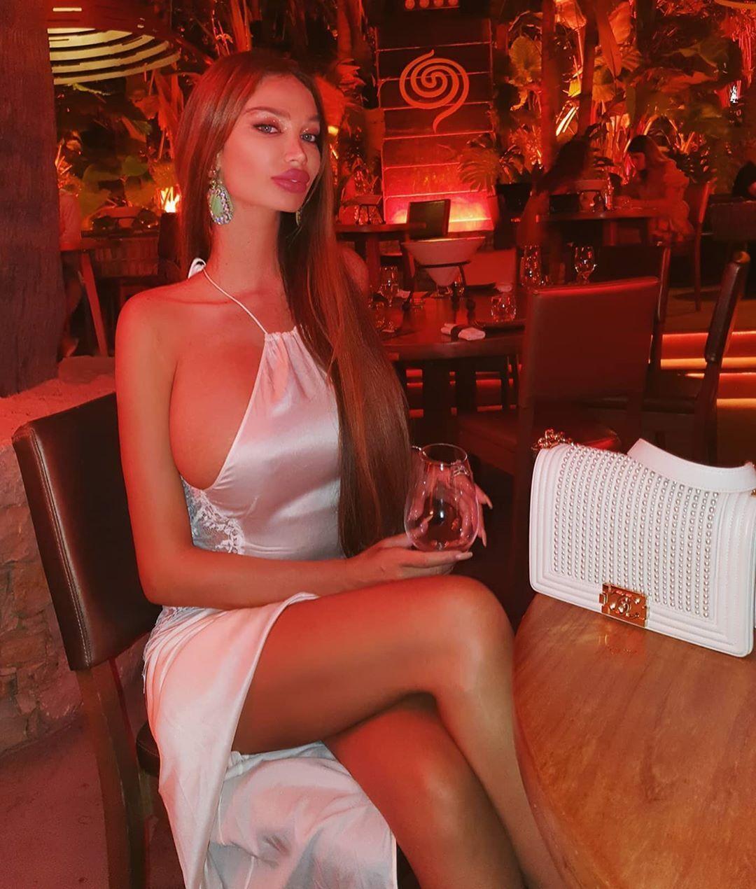 Сорая Вучелич в ресторане