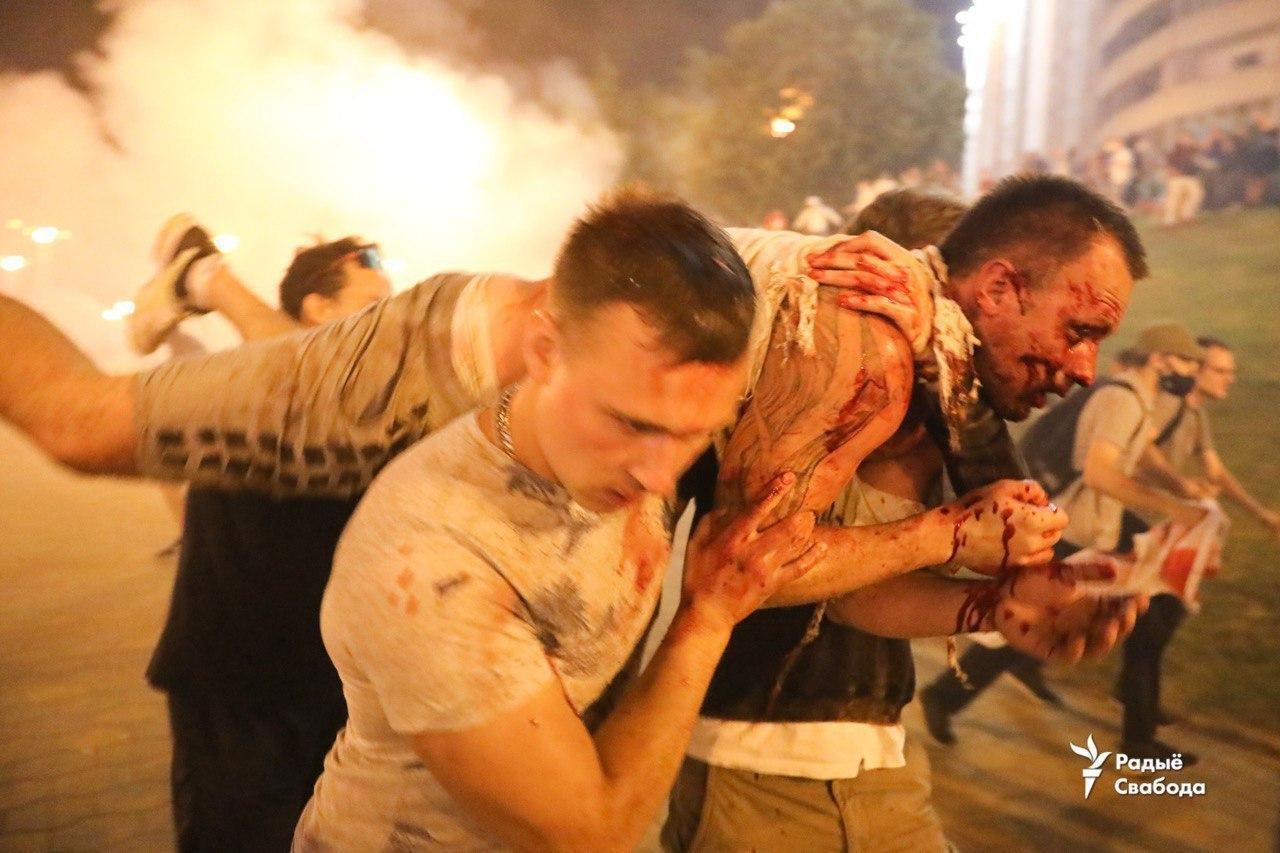 Пострадавшие активисты.