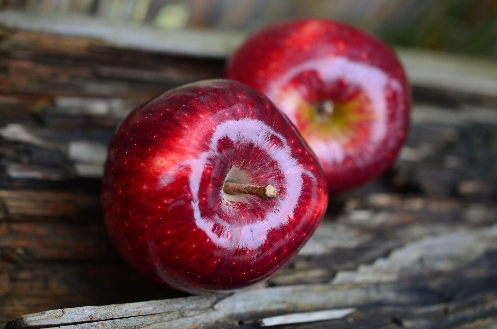 Яблука містять майже всі мінеральні речовини і вітаміни