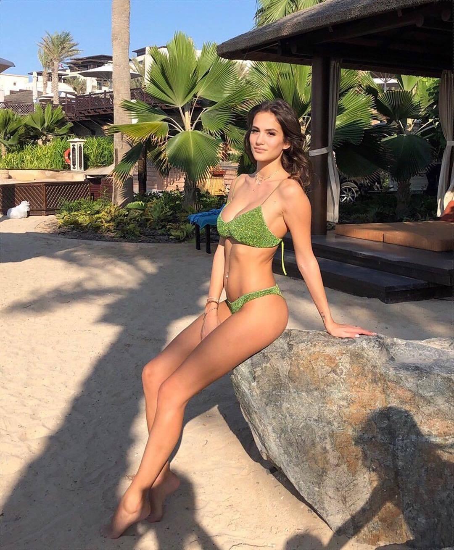 Джессика Мелена в зеленом бикини