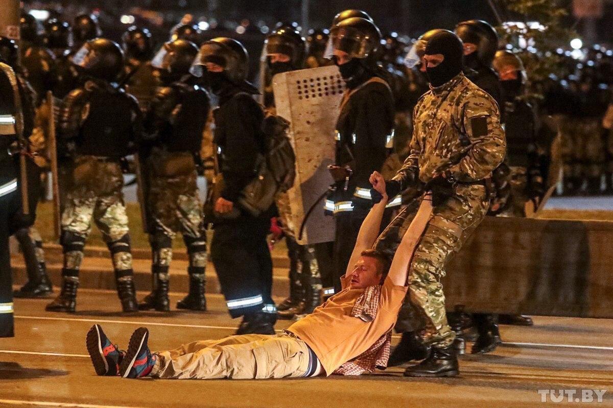 Момент задержания Семена Пегова в Минске