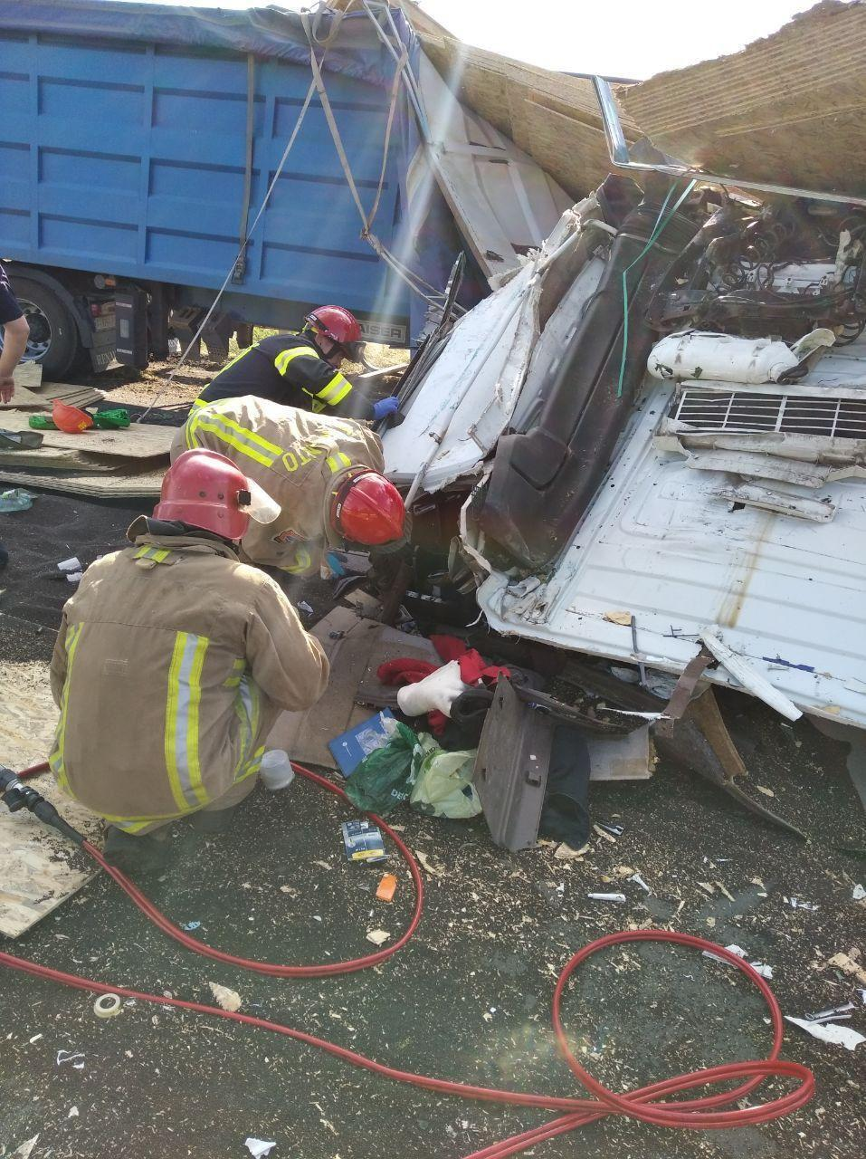 Дві вантажівки зіткнулися в Одеській області.