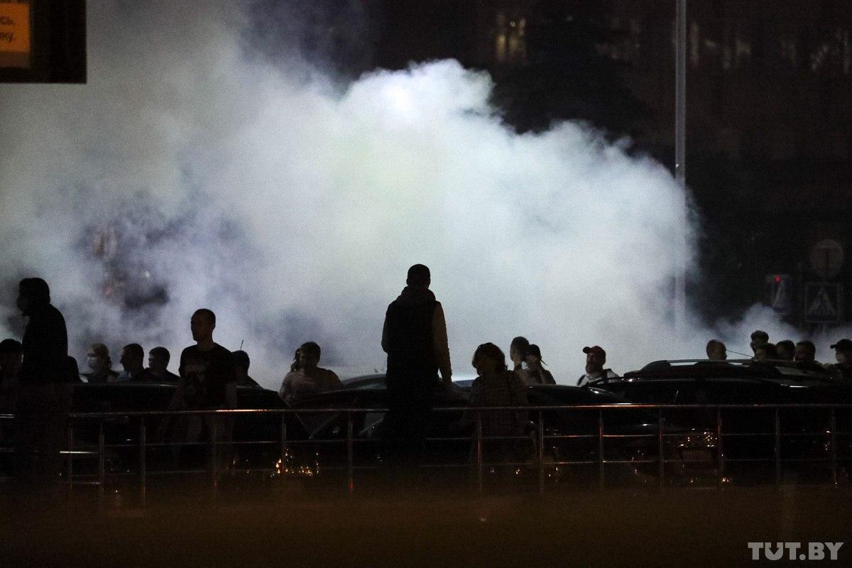 Первая жертва, коктейли Молотова и взрывы: в Беларуси прогремел второй день протестов после выборов