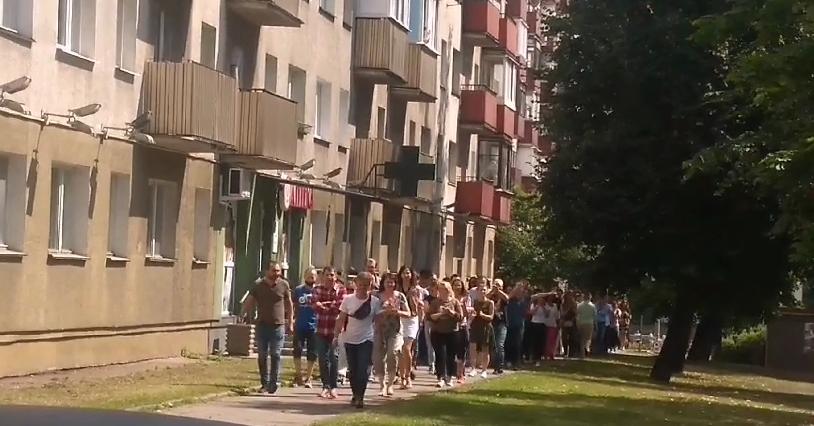 """Працівники підприємства """"Беленергосетьпроект"""" вийшли на страйк, оплесками підтримуючи інших"""