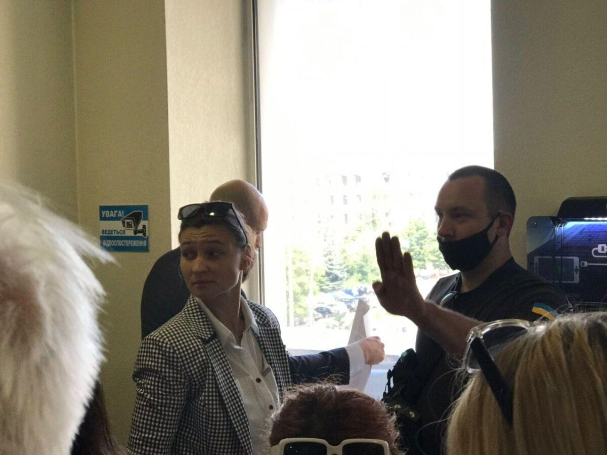 Яна Дугарь пришла поддержать Антоненко в суде