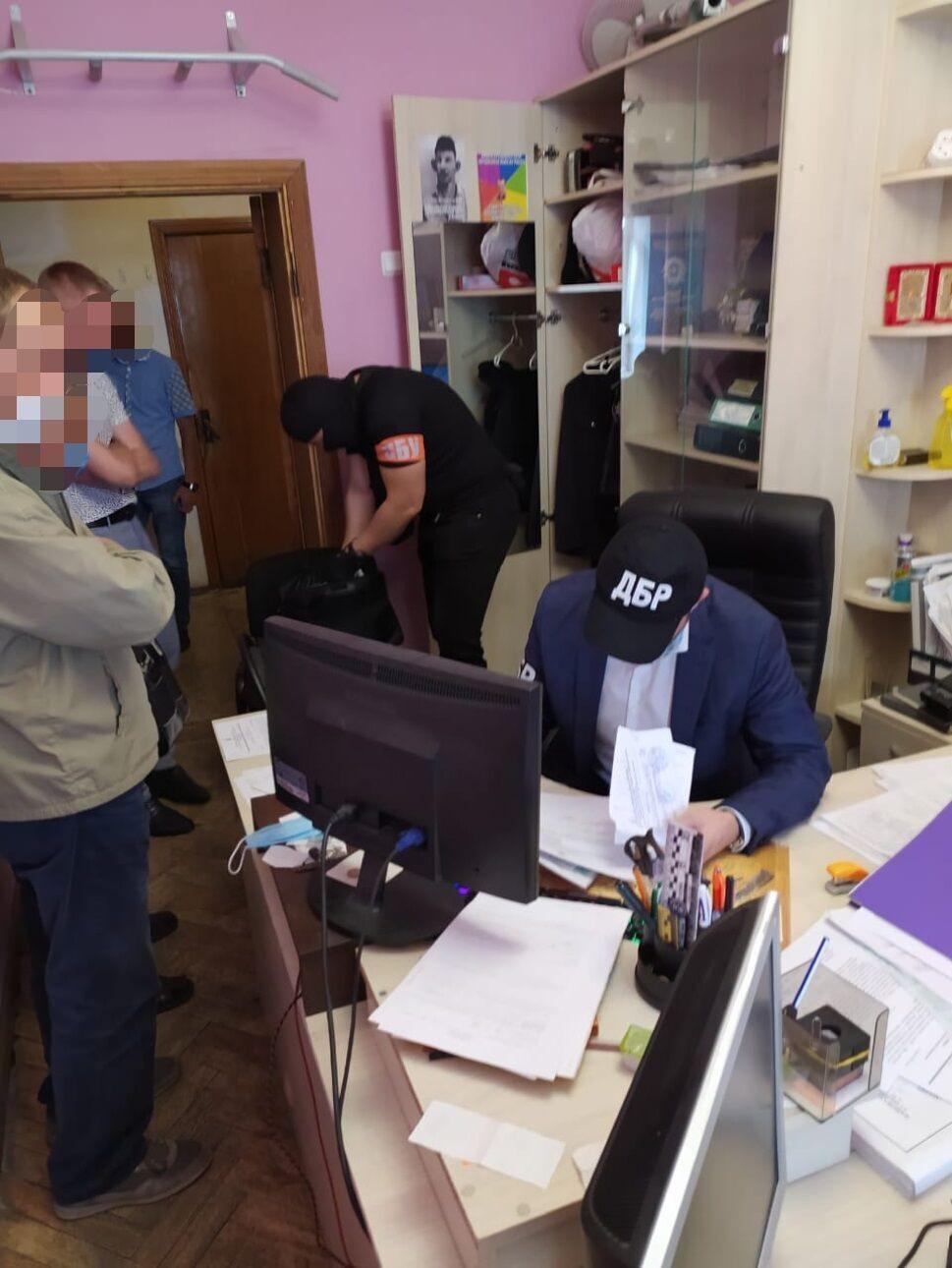 Поліцейського затримали під час одержання $2500