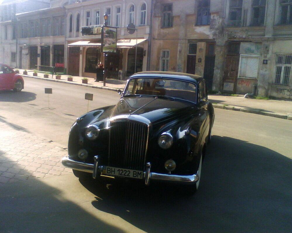 Bentley S2.