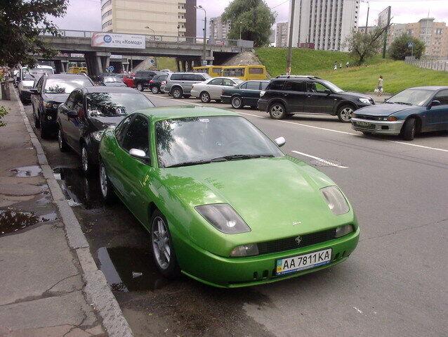 Fiat Coupe (с логотипом Ferrari).
