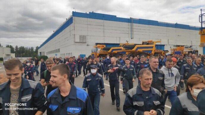 Працівники БілАЗу вийшли до центральної прохідної