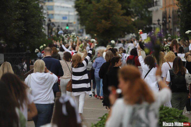 Тысячи человек вышли на улицы Минска