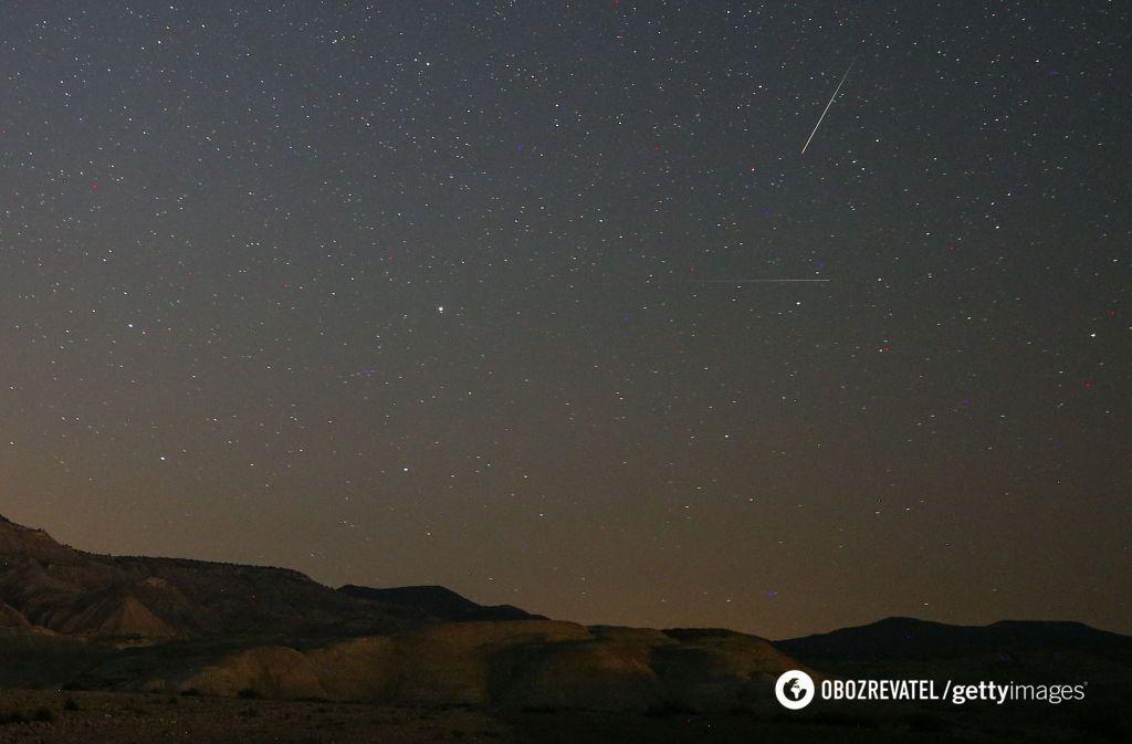 Метеорный поток Персеиды в ночном небе