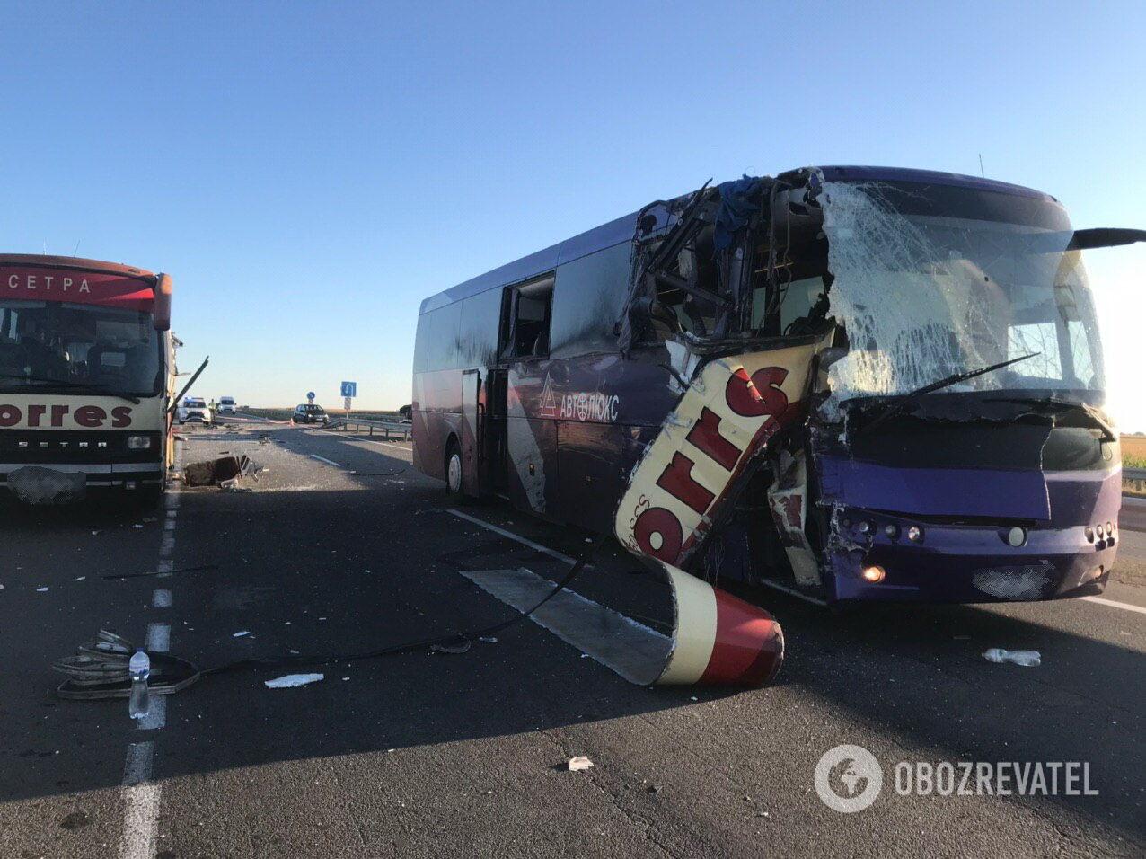 На Кіровоградщині зіткнулися рейсові автобуси: двоє осіб загинуло, ще 12 – поранені