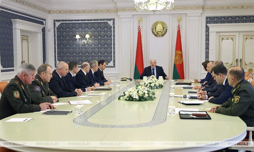Президент созвал Совет безопасности.