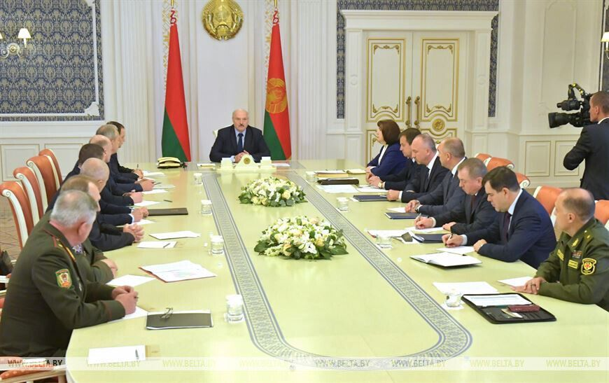 Лукашенко заступился за силовиков.